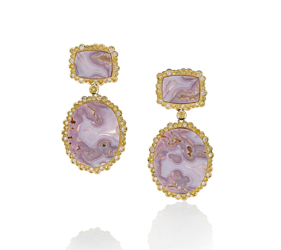 Earrings in 18K yellow gold with lavender agate & yellow sapphires