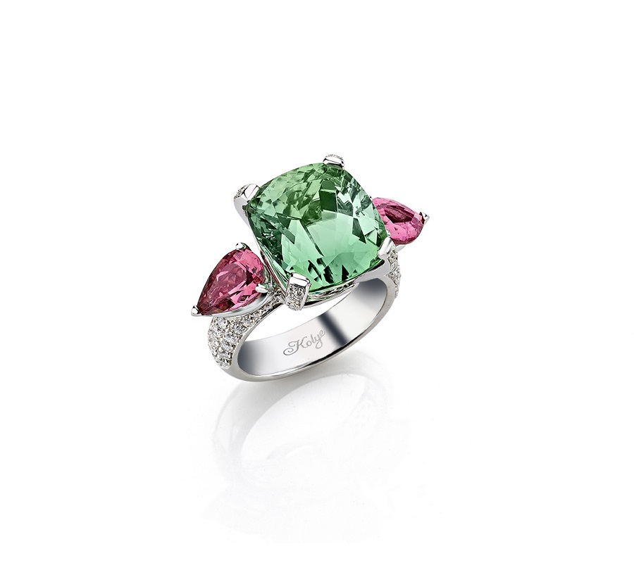 Ring in 18K white gold with 12ct mint tourmaline, pair of pink tourmalines & diamonds