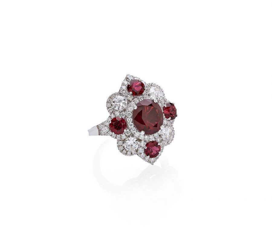 Ring in 18K white gold with red spinels & diamonds